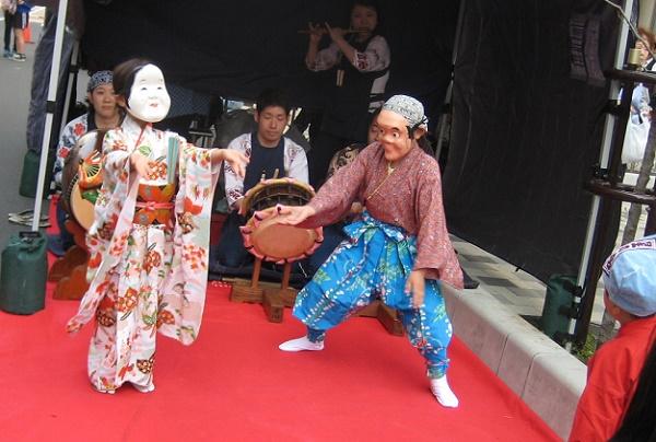 重松流祭ばやしで踊る子供の画像