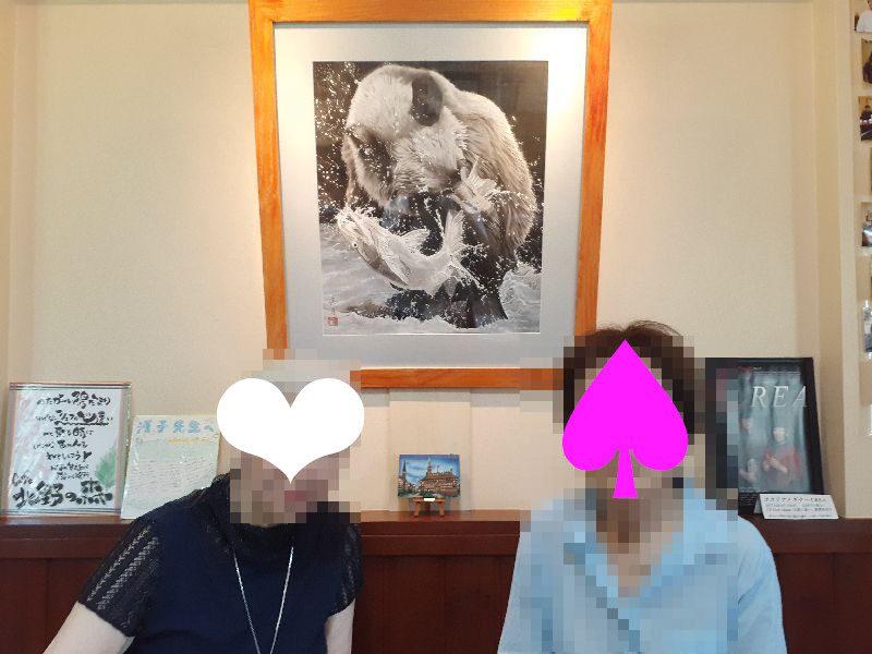 カフェ北野の森 店内絵画画像と筆者画像