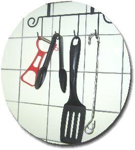 キッチン用具とスポンジトングの画像