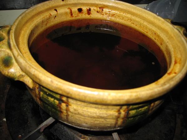 土鍋に水を入れた画像