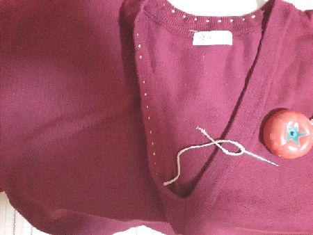セーター襟ぐり箇所を縫う図