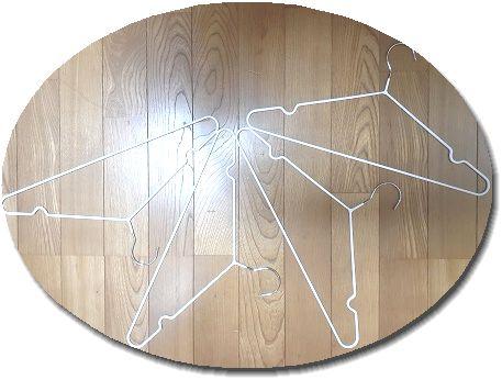 床に置いたすべりにくいハンガーの画像