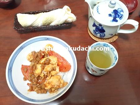 トマトと納豆と卵の中華炒め お茶碗に盛り付け画像