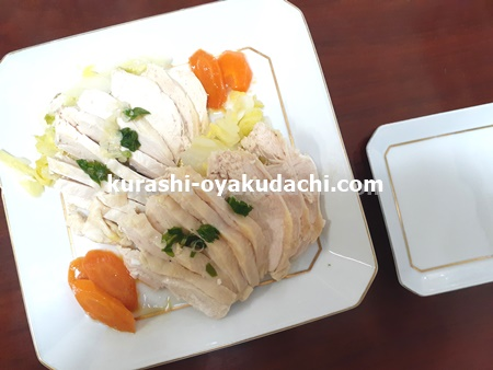 鶏むね肉白菜蒸しを皿に盛り付けた画像